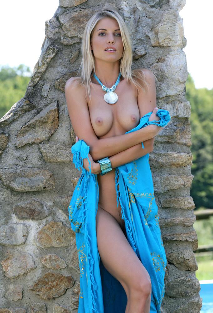 Iveta B Hairy 54